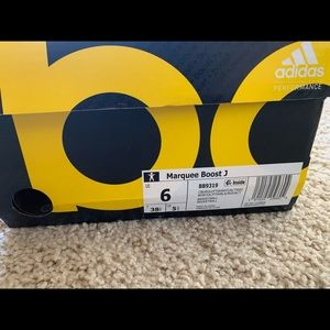 BRAND NEW Boys size 6 Basketball Shoes